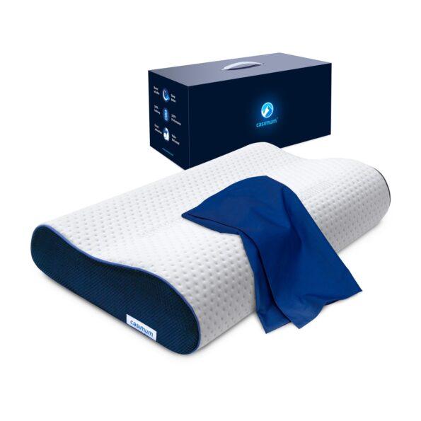 Diese Grafik veranschaulicht casimum® orthopädisches Nackenkissen aus Memory Foam mit ergonomischer Welle und blauem Kissenbezug sowie Geschenkbox